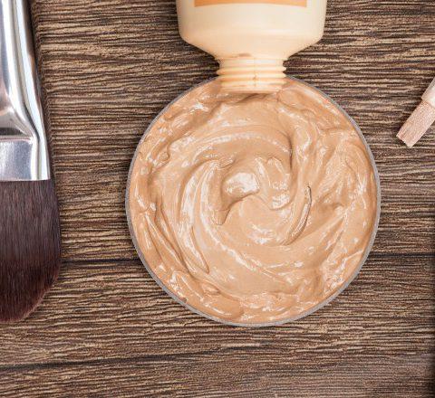 Hyödylliset meikkivinkit – kaikki peitevoiteesta